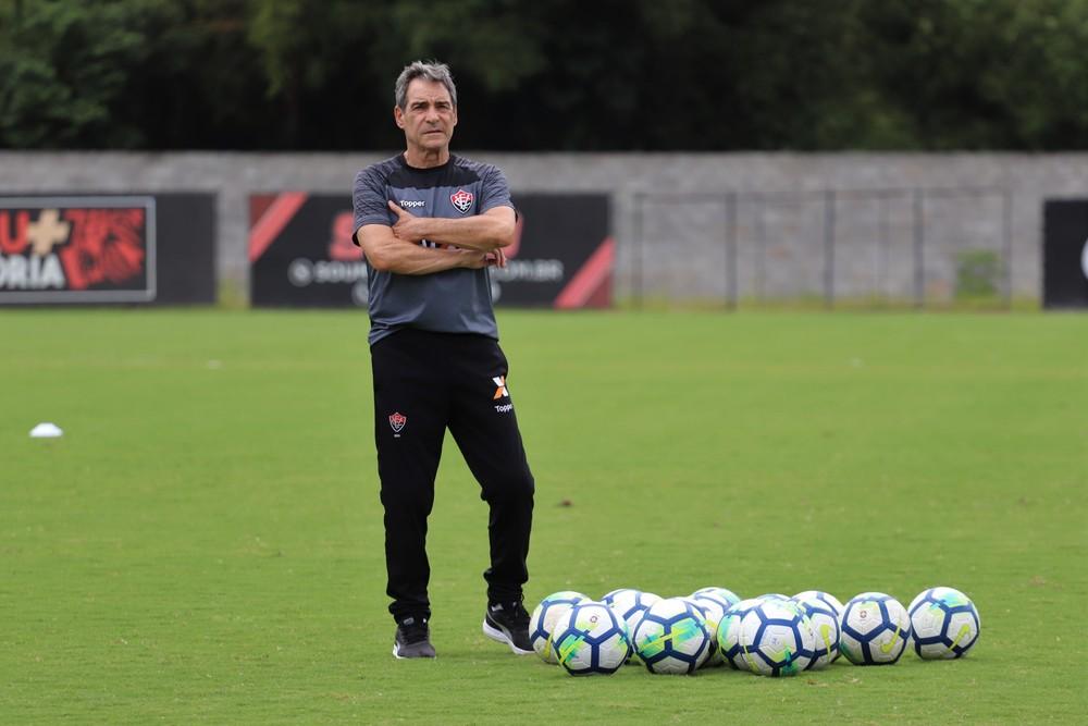 Carpegiani é demitido do vitória na semana do clássico
