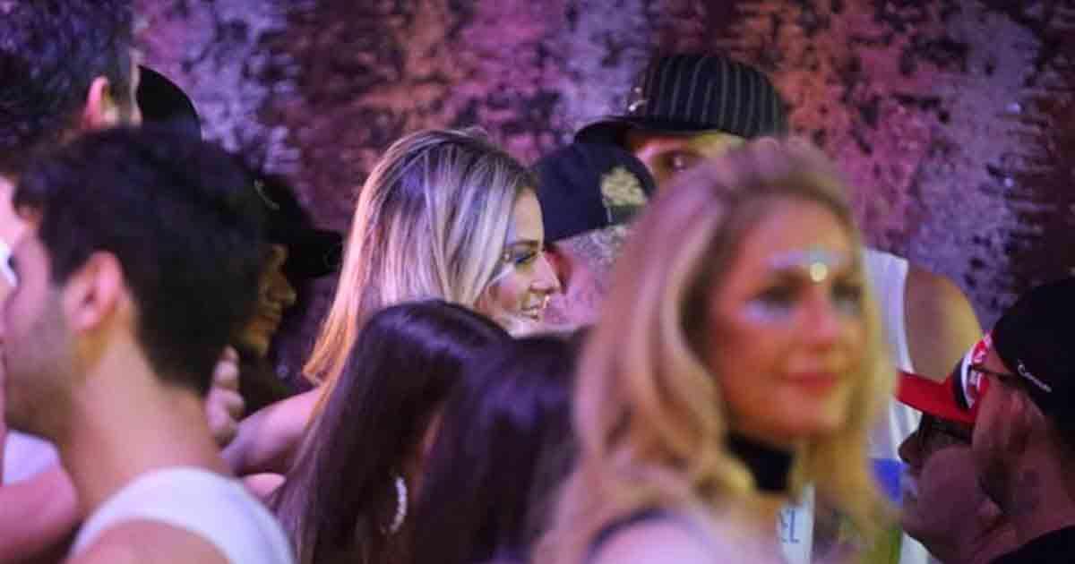 Neymar é flagrado aos beijos com Rafaela Porto (REPRODUÇÃO TV FOCO)