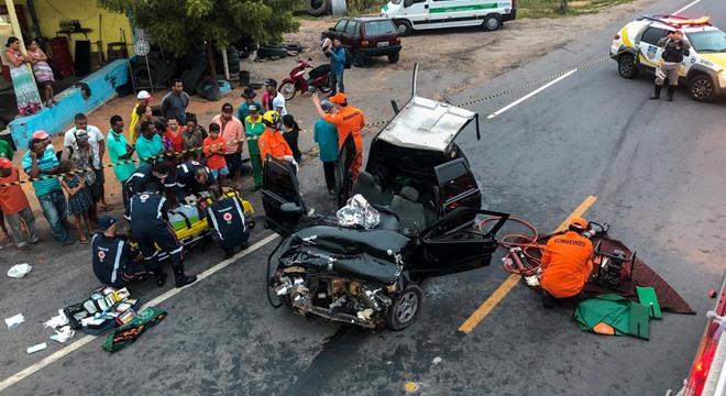Acidente aconteceu durante a madrugada deste sábado (30), no município de Olho d'Água das Flores, no Sertão alagoano (Crédito: CBM/AL)