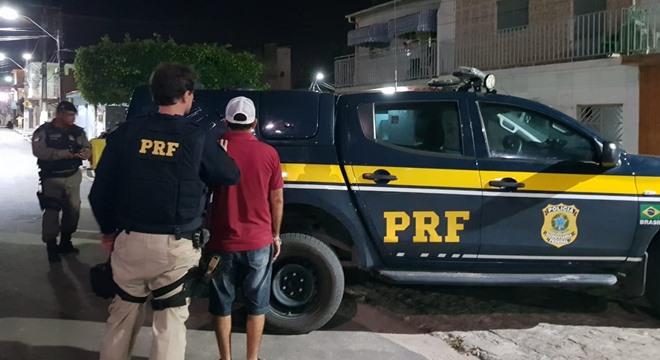 Aos agentes, o homem confessou que a comprou a Carteira Nacional de Habilitação (CNH) por uma quantia de R$ 1 mil (Crédito: PRF/AL)