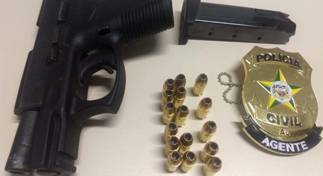 Arma apreendida durante abordagem policial (Crédito: PC/AL)