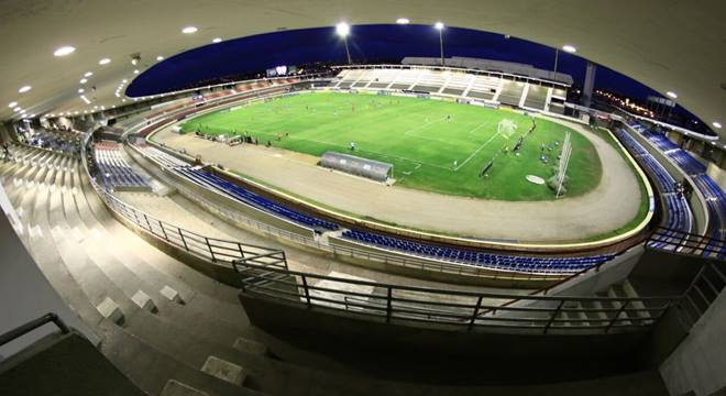 CRB enfrenta o Coritiba nesta segunda (20) no estádio Rei Pelé - © Jonathan Lins/Imagem