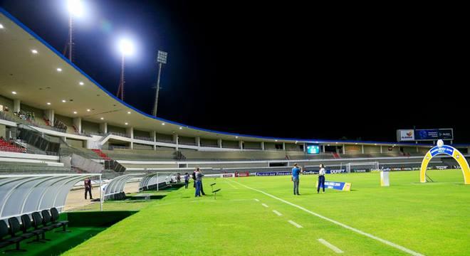 Estádio Rei Pelé ganha novo sistema de iluminação em LED - © Ailton Cruz