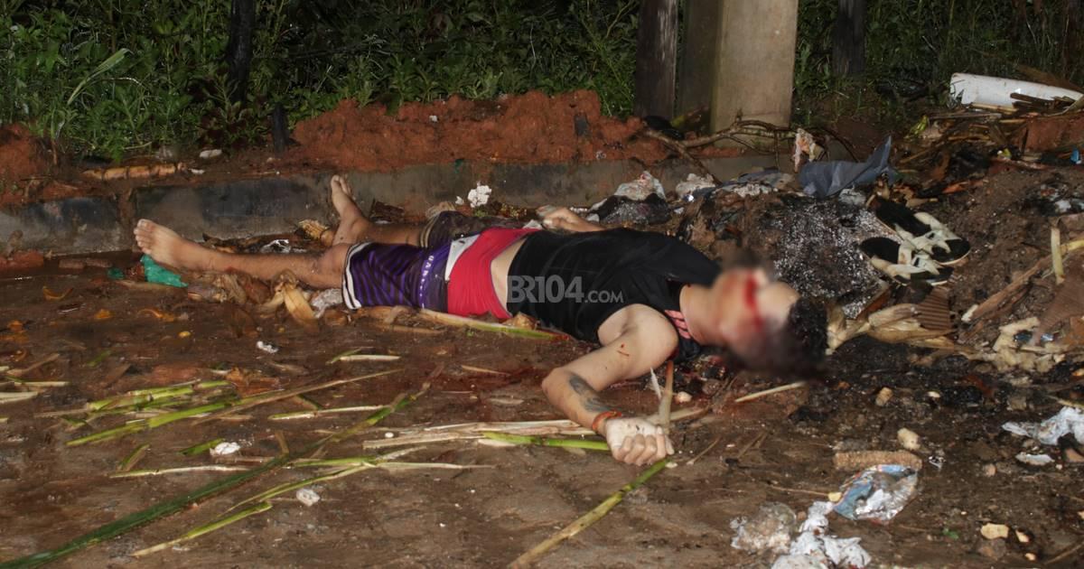 Aleffi Cassiano da Silva, de 17 anos, morreu no local — © Gustavo Lopes/BR104