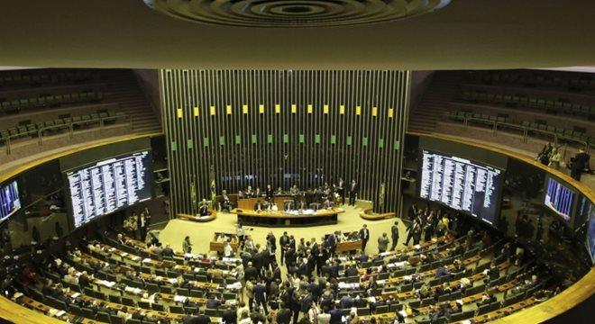 Proposta teve 379 votos a favor e 131 contra — © Agencia Brasil