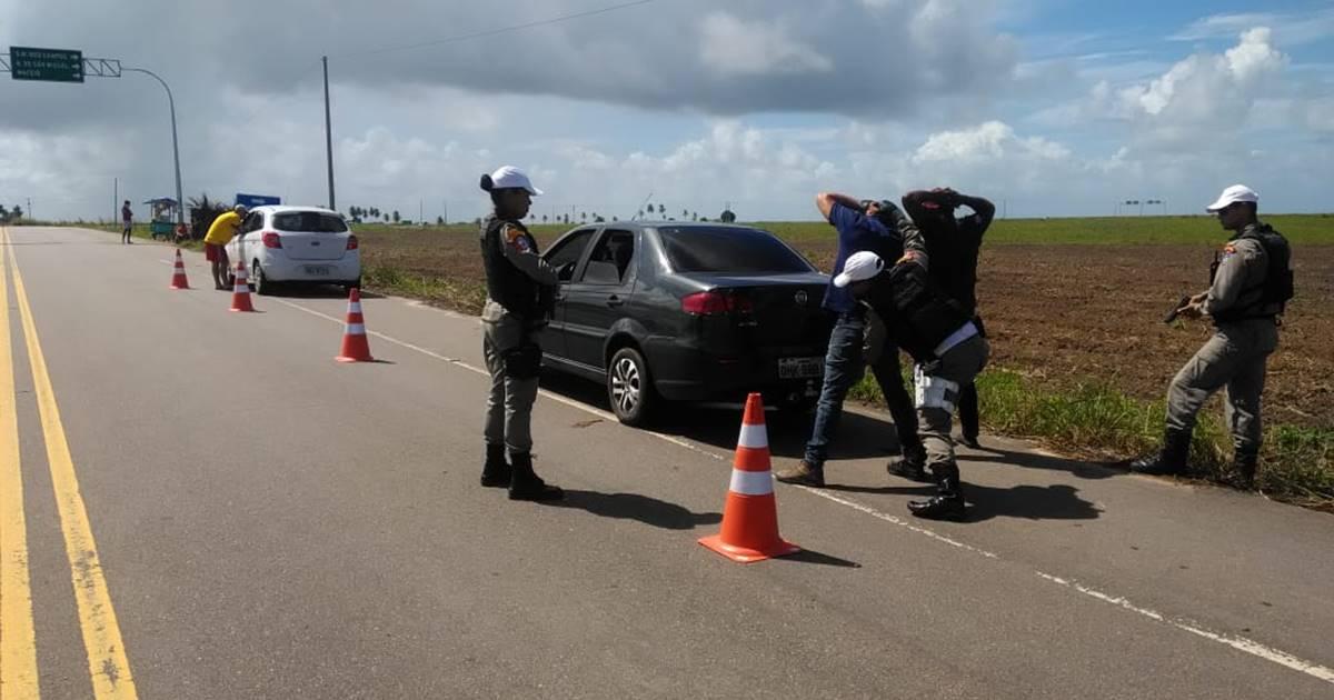 Em diversos trechos da AL-101 Sul e AL-215, em Marechal Deodoro, foram montados pontos de bloqueios — © Divulgação