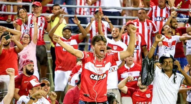Buscando se consolidar no G-4, o CRB recebe a equipe do São Bento no Rei Pelé — © Alton Cruz