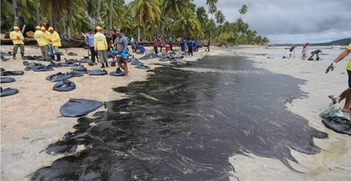 Justiça Federal adota medidas para conter óleos em praias do Nordeste — © Reprodução