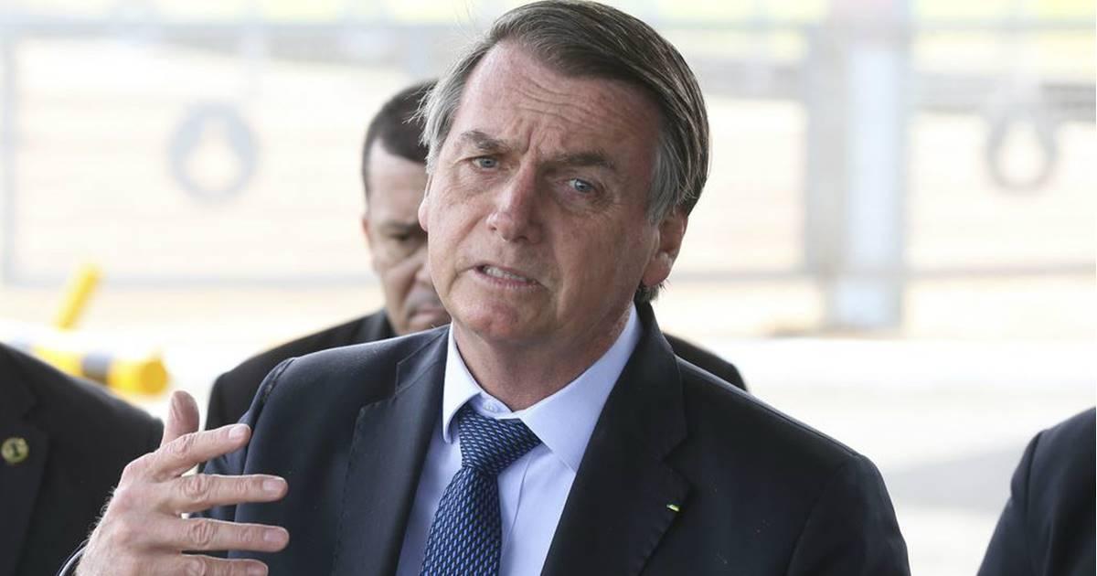 Manchas no litoral do Nordeste podem ter sido colocada criminalmente, diz Bolsonaro — © Reprodução