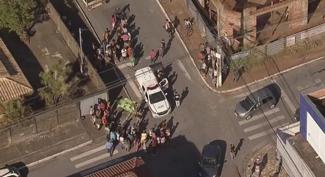 Menina de cinco anos é morta na frente de escola — © Reprodução/TV Globo