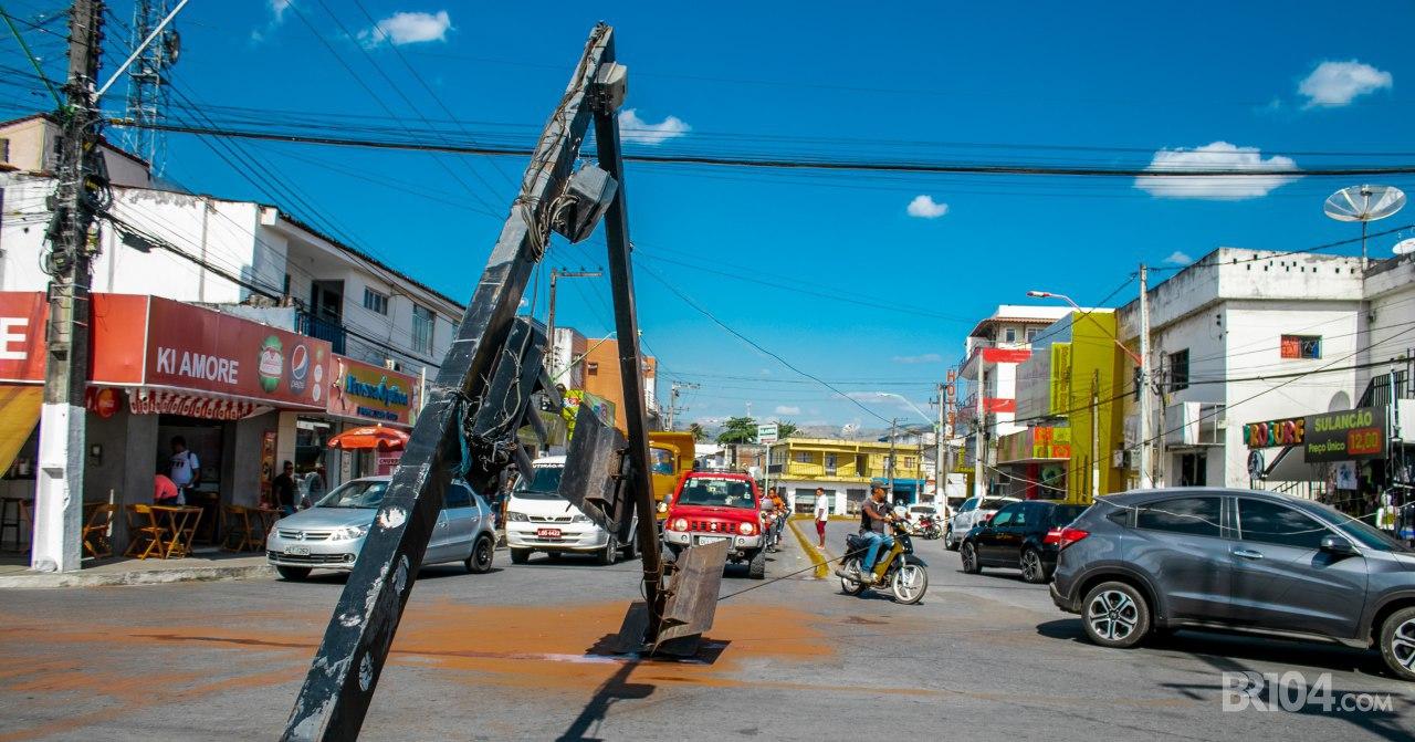 Semáforo cai em via movimentada de União dos Palmares — © Alyson Santos