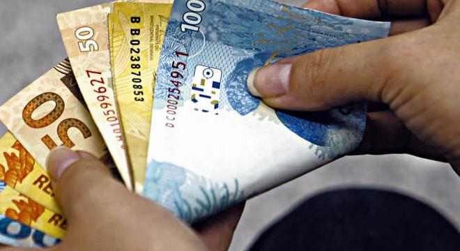 13º salário dos servidores público injetará R$ 330 milhões na economia de Alagoas — © Reprodução