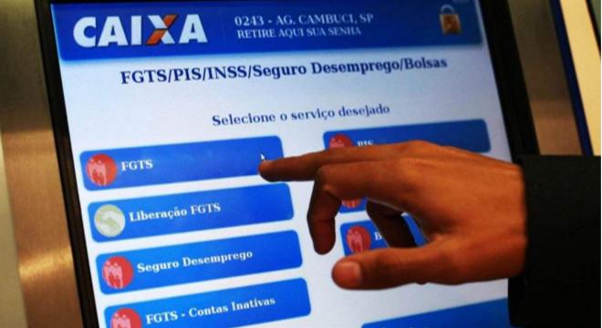 Jair Bolsonaro sanciona lei que aumenta saque imediato do FGTS para R$ 998 — © Reprodução