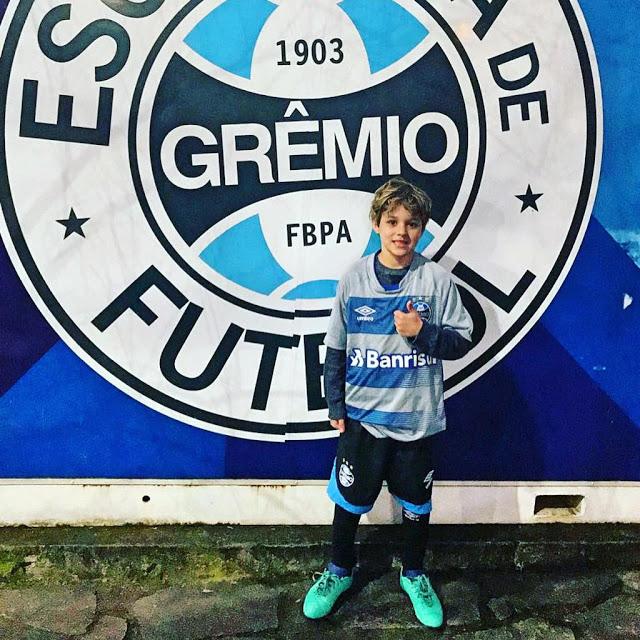 Cauã na escolinha do Grêmio — © Reprodução