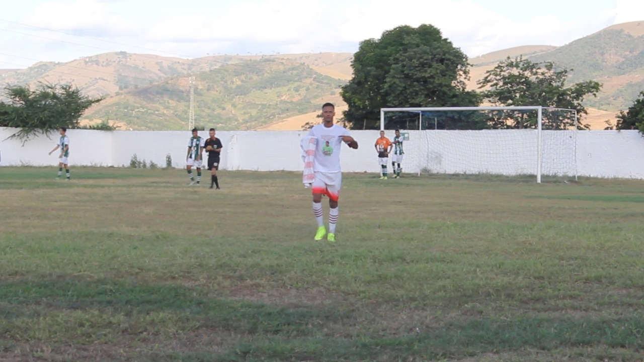 Jogador Negueba faz homenagem a goleiro Dia — © Reprodução