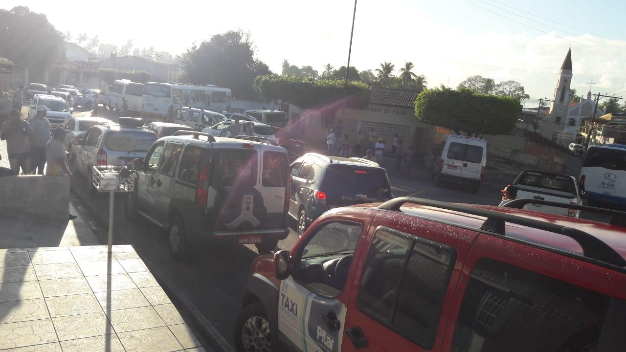 Motoristas revindicam veiculo circulando na linha sem autorização — © Reprodução
