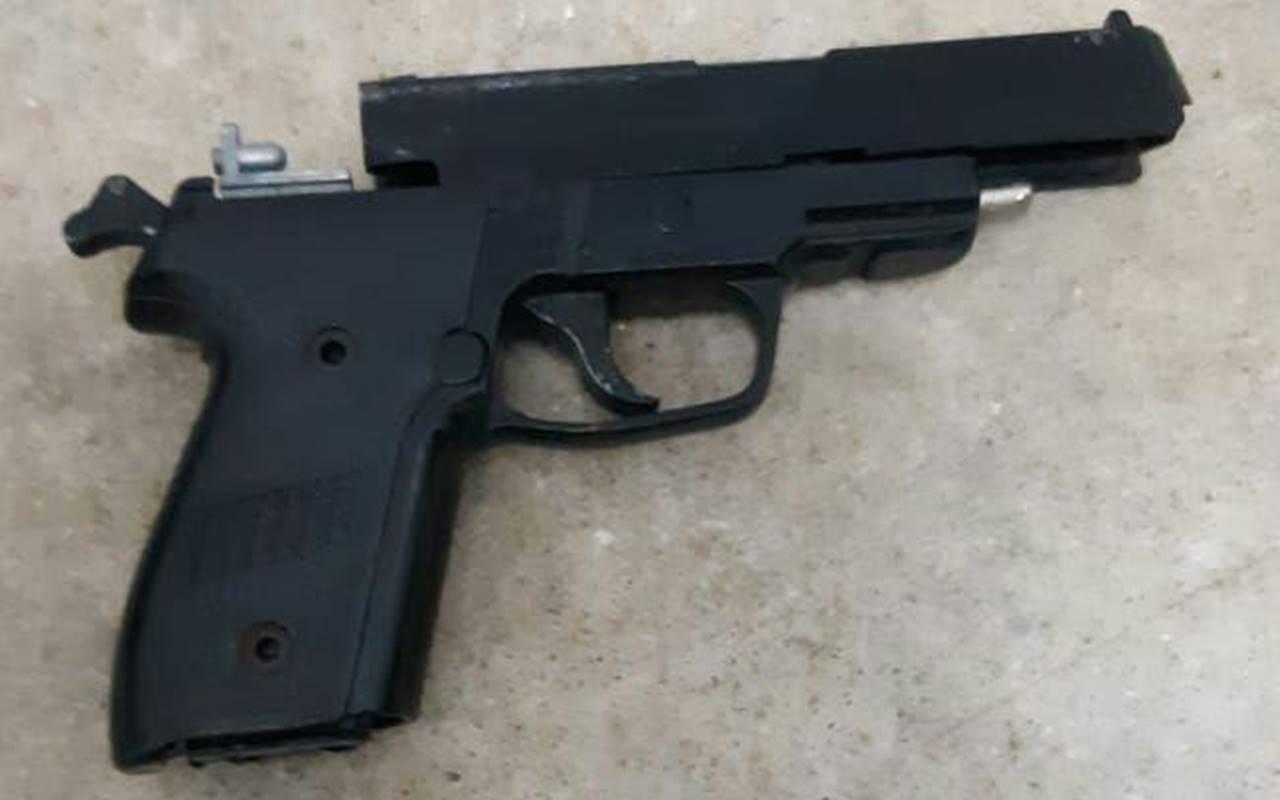 Simulacro de arma de fogo foi apreendido pela PRF — © Ascom/PRF