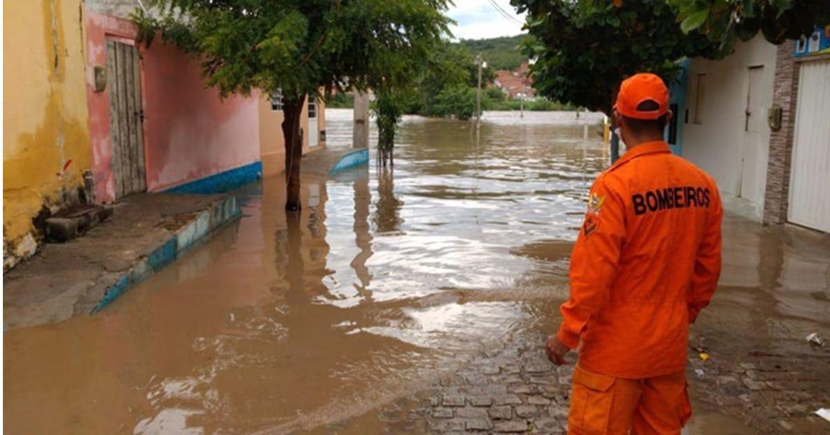 CBM alertou ribeirinhos nesse domingo (29) sobre a possibilidade de inundação — © Ascom