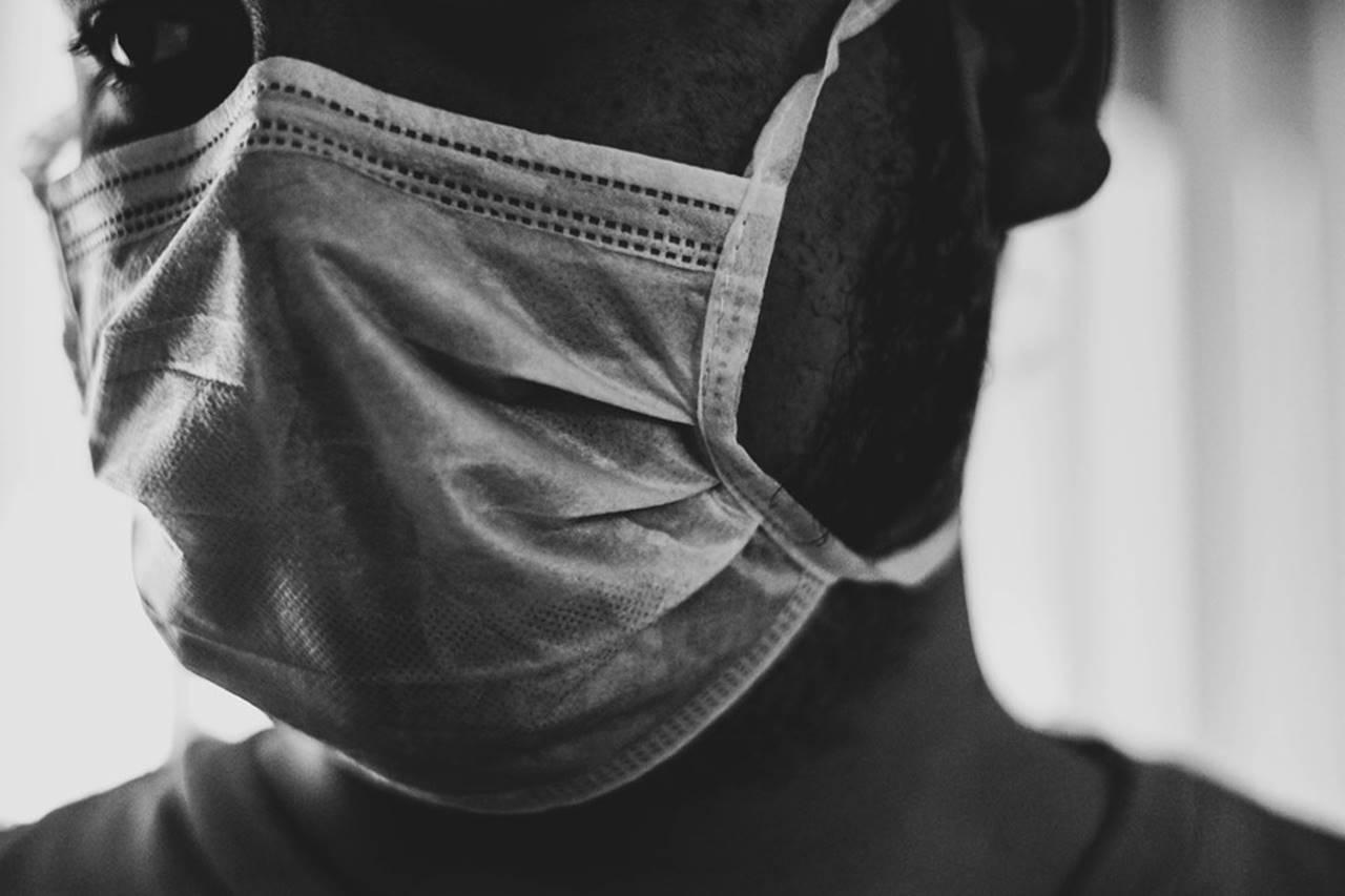 Paciente suando máscara descartável -@Reprodução