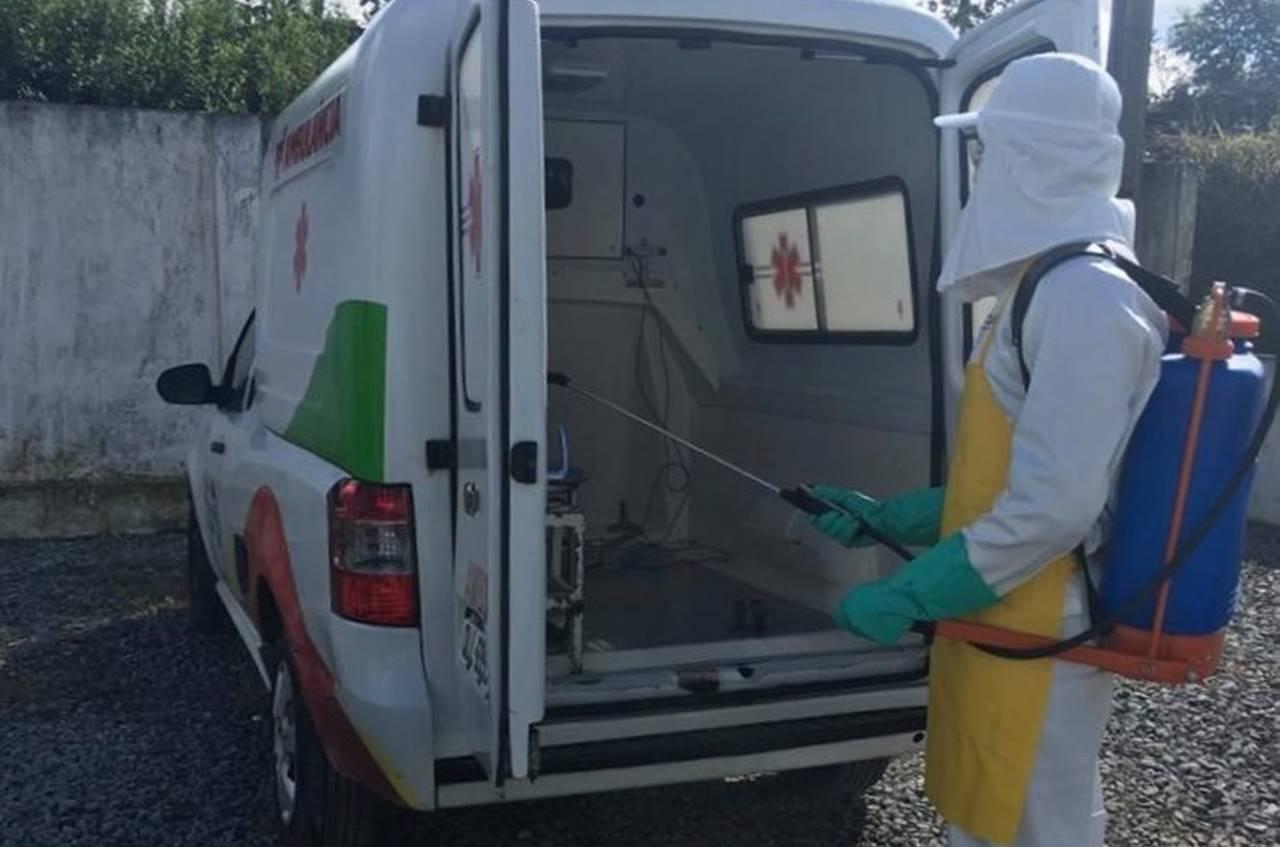 Ambulância sendo desinfectada