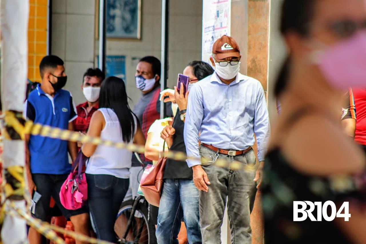 Pessoas com máscara em União dos Palmares — © BR104