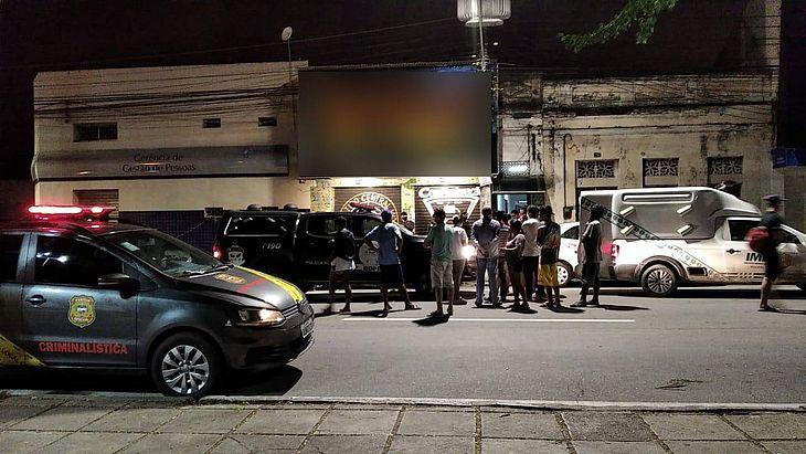 Imagens do local do crime no momento da perícia — © Reprodução