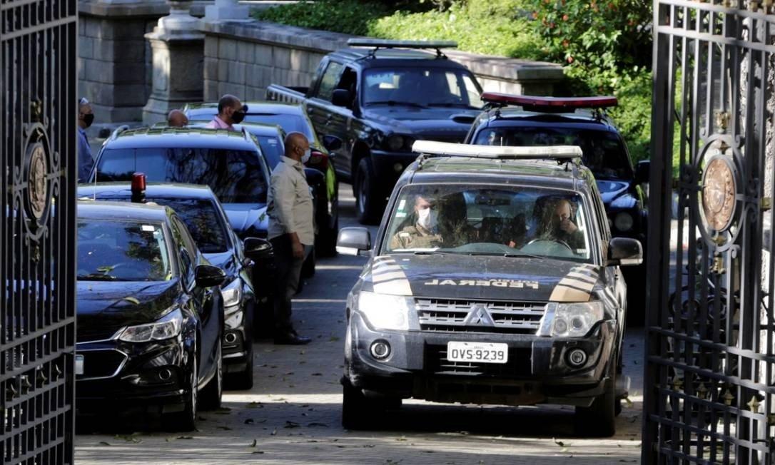 Veículos da Polícia Federal na operação Placebo no Palácio Laranjeiras — © Reprodução