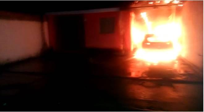 Carro pegando fogo em Santana do Mundaú