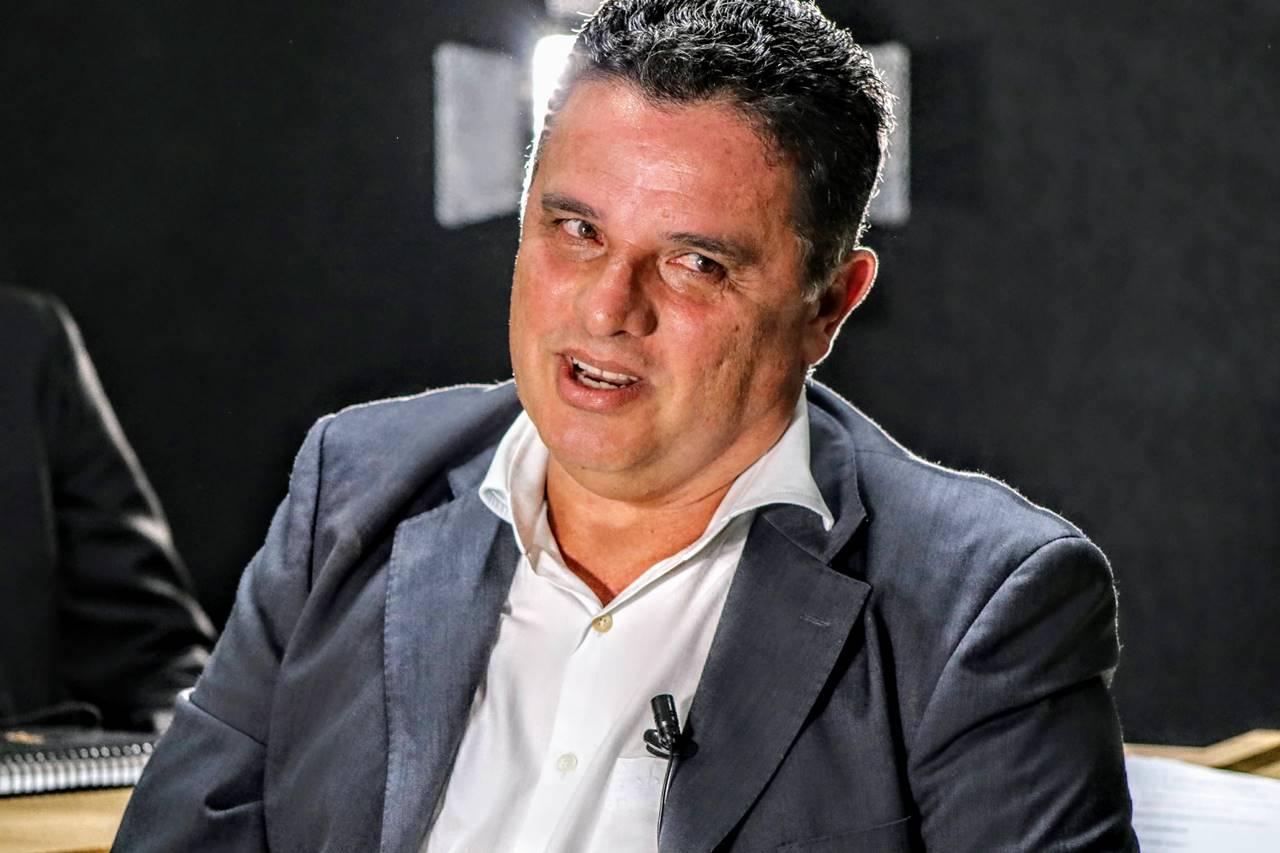 Prefeito Areski Freitas durante entrevista ao BR104 — © BR104