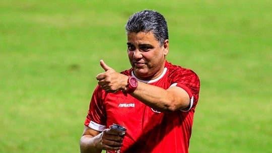 Treinador do CRB Marcelo Cabo — © Reprodução