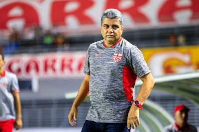 Treinador do CRB, Marcelo Cabo — © Reprodução