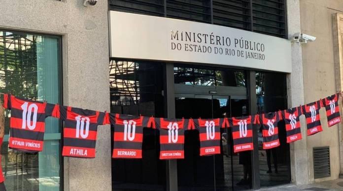 Flamengo é acusado pelo MPRJ de ludibriar sobreviventes do incêndio no Ninho do Urubu — © Reprodução