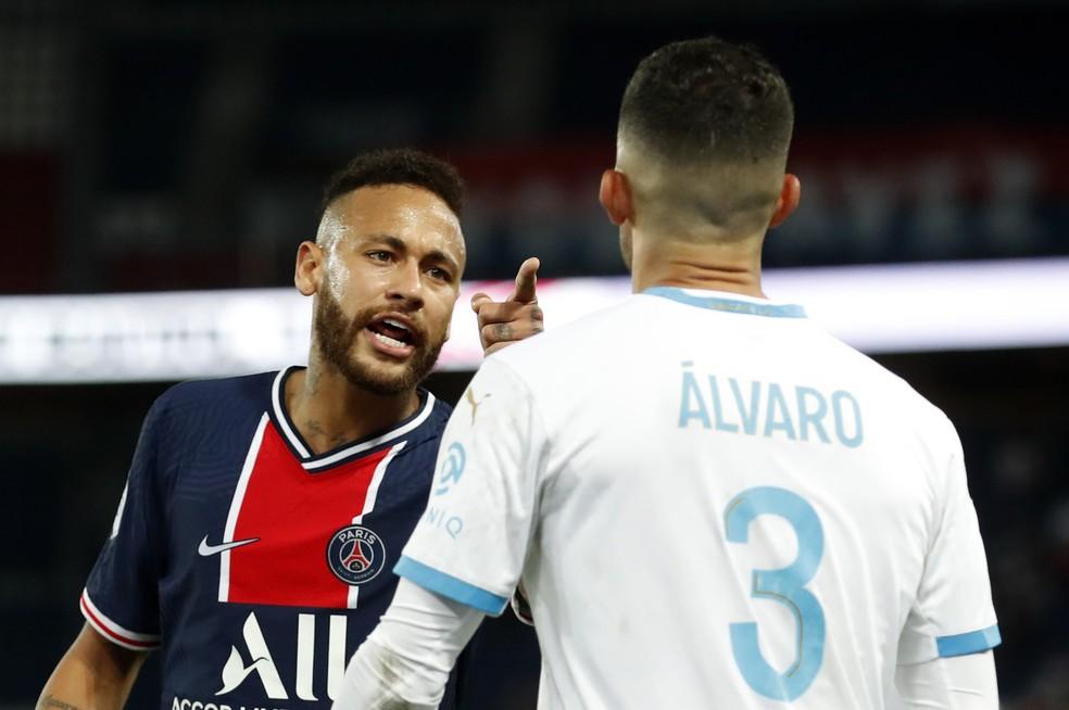 Neymar acusa Álvaro González de racismo no jogo PSG x Olympique — © Gonzalo Fuentes