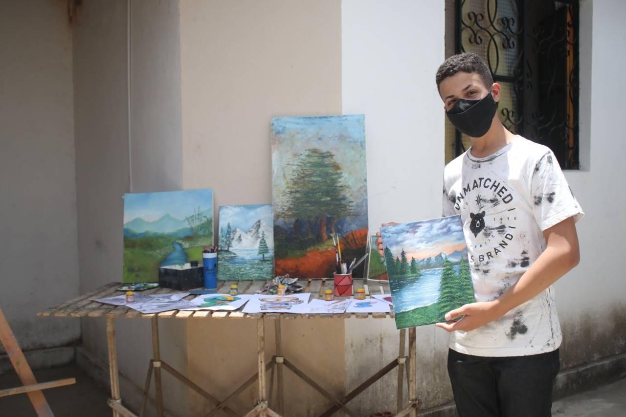 Adolescente de 13 anos domina a arte da pintura em tela — © Oziel Nascimento/BR104