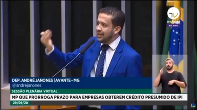 André Janones em sessão na Câmara