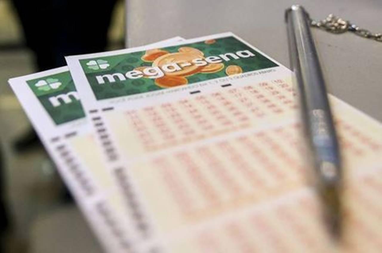 Aposta com seis números da Mega-Sena custa R$ 4,50 — © Marcelo Camargo/Agência Brasil