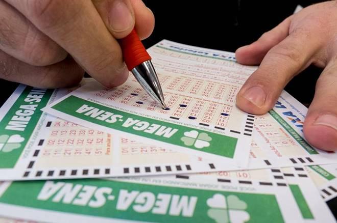 Aposta única da Mega-Sena custa R$ 4,50 e apostas podem ser feitas até às 19h — © Reprodução