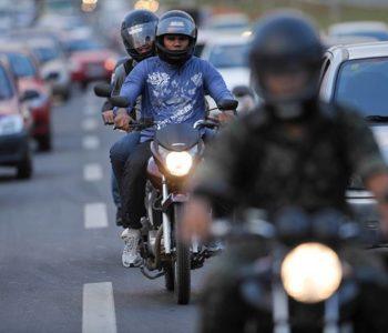 """Entre as mudanças aprovadas, estão novas regras para o uso dos chamados """"corredores"""" de motociclistas — © Pedro França/Agência Senado"""