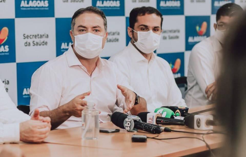 Governador Renan Filho ao lado do secretário de Saúde Alexandre Ayres
