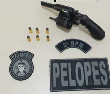 Homem é preso com arma de fogo dentro de veículo em União dos Palmares — © PM/AL