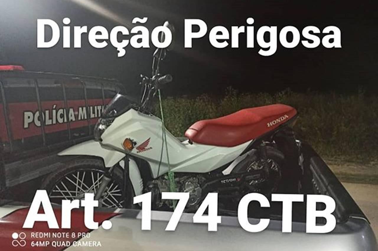 Moto apreendida foi levada para a Delegacia de Polícia de Viçosa — © Cortesia