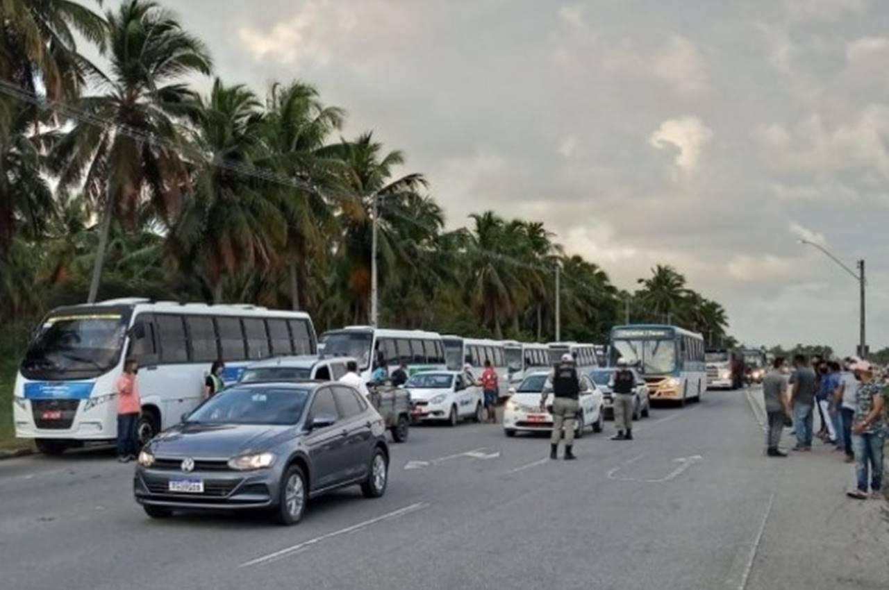 Motoristas complementares protestam contra clandestinos e cobram fiscalização — © Fernando Chicuta/98 FM