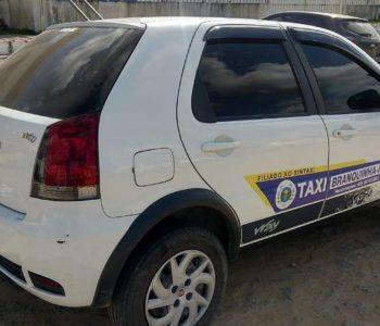 Polícia recupera táxi roubado em Branquinha durante um assalto — © Cortesia