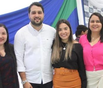 Prefeito Arthur Freitas e a equipe da secretaria de Educação