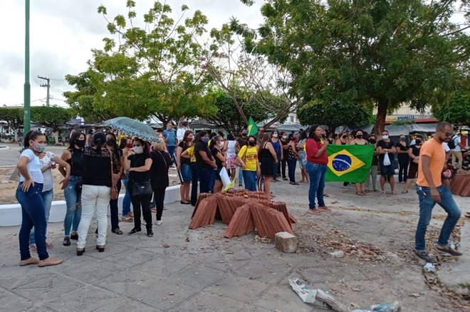 Protesto pede derrubada de veto dos precatórios do Fundef — © Gustavo Lopes/BR104