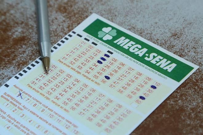 Mega-Sena pode pagar R$ 20 milhões neste sábado (08/05) — © UOL