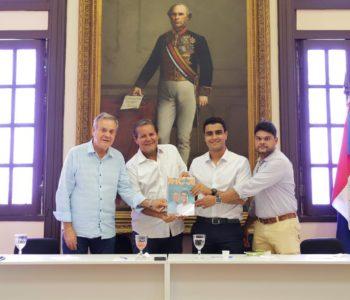 JHC e Ronaldo Lessa com representantes da Associação Comercial de Maceió — © Assessoria