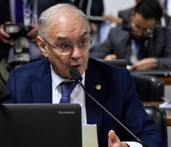 Arolde de Oliveira é primeiro senador em exercício a morrer com Covid-19 — © Agência Senado