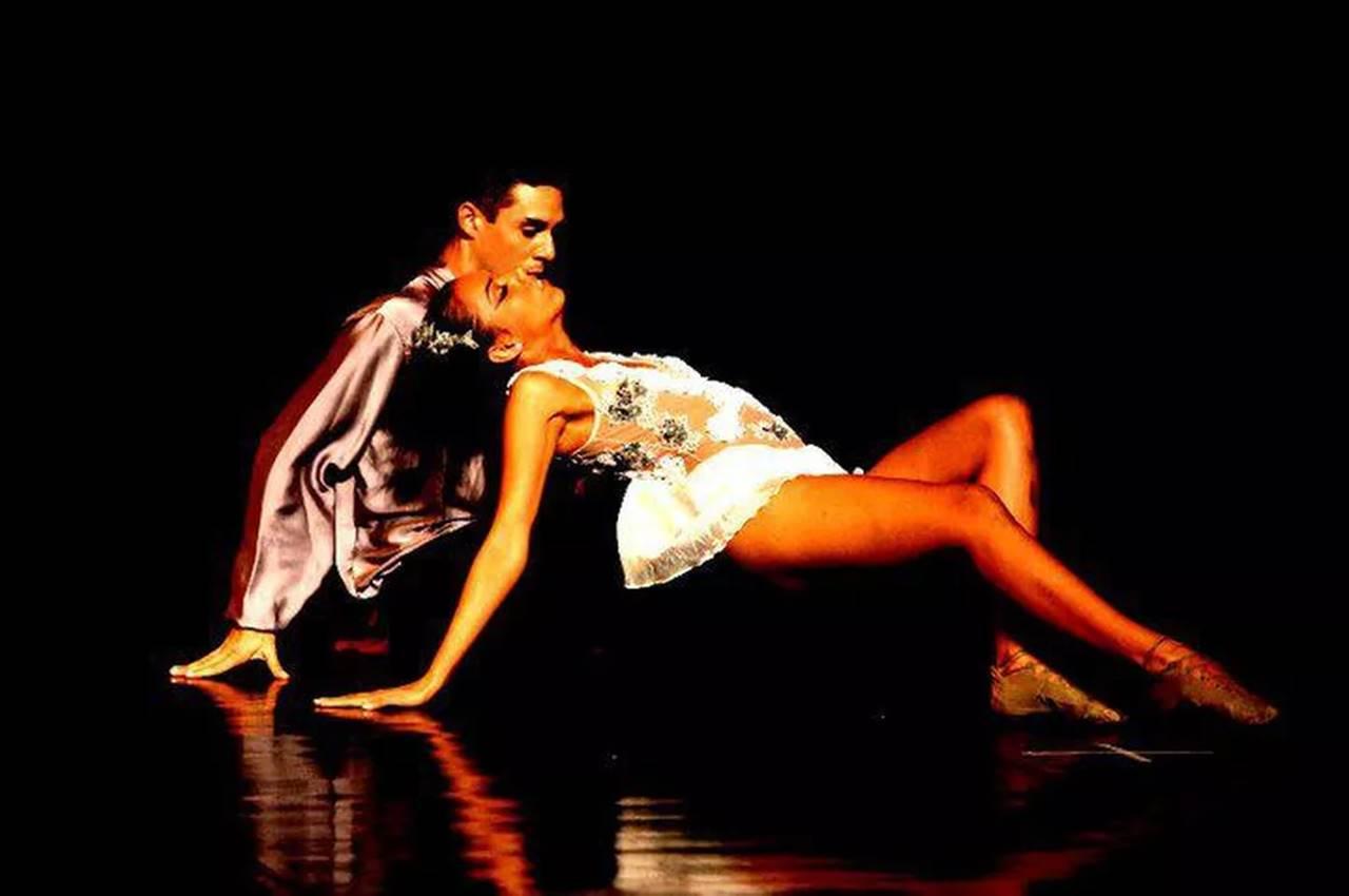 Ballet Jovem da Paraíba se apresentando no Teatro Santa Roza, em PB — © Facebook/Ballet Jovem da Paraíba
