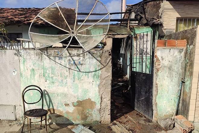 Idoso sofre queimaduras de 1° e 2º grau após casa pegar fogo em Bebedouro — © Bruno Protasio